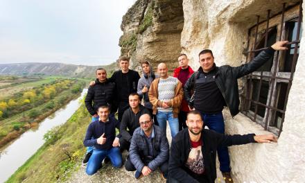 """Participanții programului de resocializare ai Centrului """"ADOMED"""" au petrecut timpul lor liber la Orheiul Vechi"""